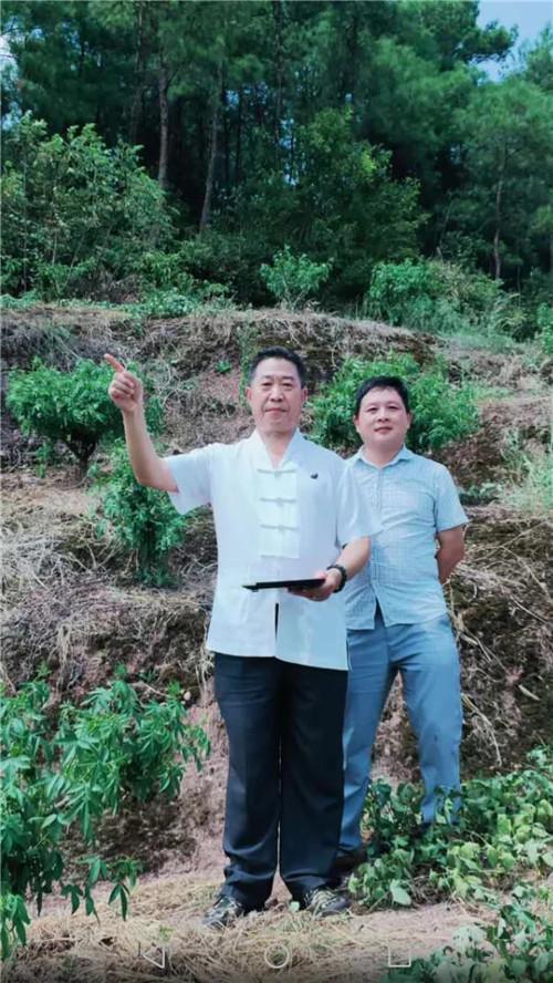 重庆风水大师,中国著名易道天眼风水学者高浦洪,2020年8月29日在贵州省桐梓县为福主老板精选阴宅墓地。
