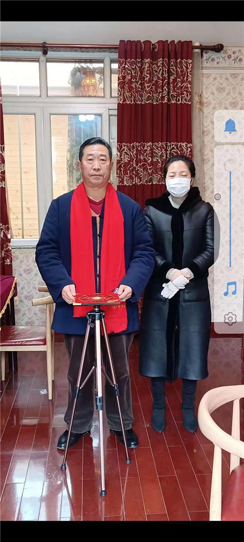 中国著名易道天眼风水学者,重庆风水大师高浦洪,2021年1月28日在重庆市渝北区回兴为福主老板看阳宅风水。