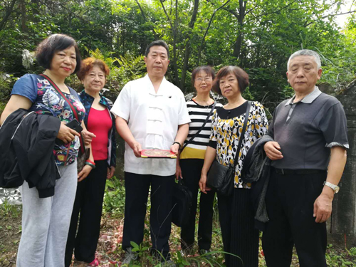 重庆风水大师高浦洪4月23日在重庆市綦江区为福主老板看阴宅风水