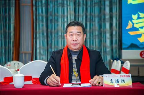 中国著名易道天眼风水学者,重庆风水大师高浦洪,2021年1月19日在重庆市綦江区海拔1100米古剑山上,为福主老板做阴宅风水,精选吉祥墓地。