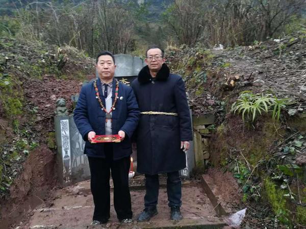 重庆风水大师高浦洪在贵州省遵义市习水县黎坝镇为福主老板做阴宅风水